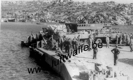F-20169 Bonifacio. 1943. Evacuation (2) (WL489)