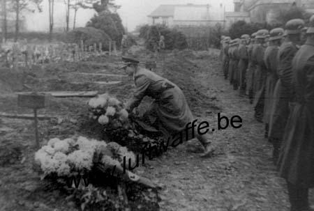 F-29200 Brest. Inhumation fin 40 (77.8)
