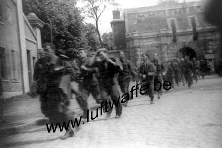 F-59400 Cambrai. Des PG quittent le camp. Mai 40 (WH14)