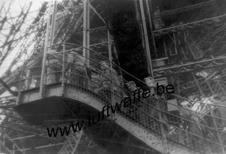 F-75000 Paris. 1940. Montée de la Tour Eifel (WL472)