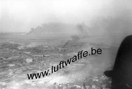 F-76600 Le Havre. En feu. Vue aérienne. 1940 (WL89)
