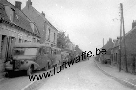 F-Dans un village (WL450)