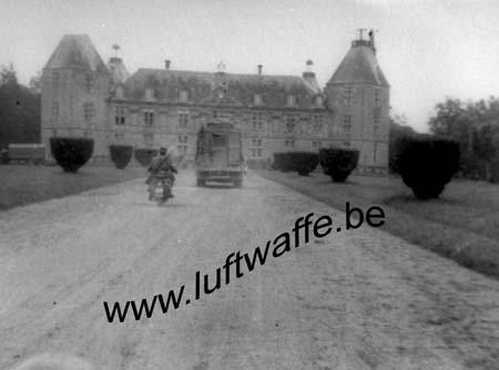 F-Mai-juin 40. Arrivée dans un château (WH 70)