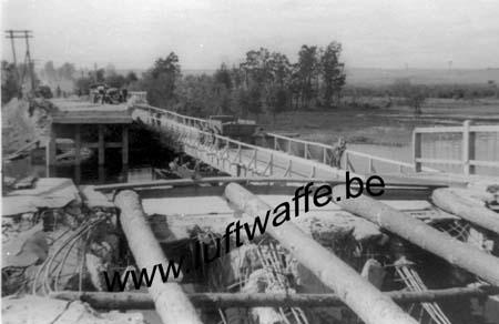 F-Mai-juin 40. Pont détruit (2) (AR59)