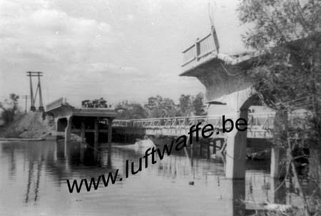 F-Mai-juin 40. Pont détruit (3) (AR59)