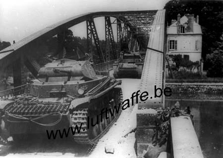 F-Mai-juin 40. Pz.II traversent la Seine (AR3)