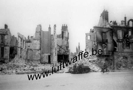 F-Mai-juin 40. Ville détruite (WH63)