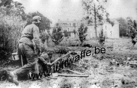 F-Normandie 1944. Fantassins SS et château (WH53)