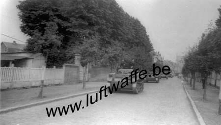 F-Panzer quittant un village (WL450)