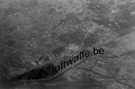 F-Pyrénées. 1943. Vue aérienne d'une ville (WL406)