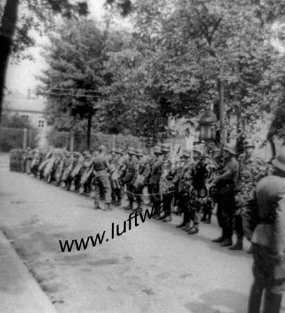 F-Sud de la France. 1943. Inhumation d'un FJ (4) (WL24)