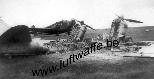 SP-In front of a Ju 52 (77.106)