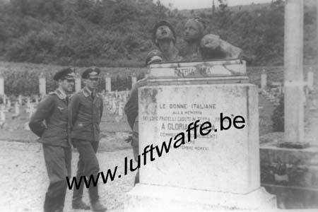 F-02160 Soupir. 1941. Au cimetière italien (WL323)