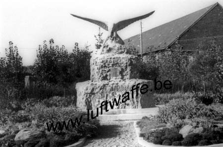 F-02840 Athies. 1942. Monument (WL15)