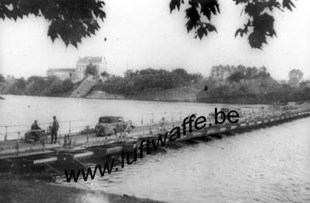 F-49290 Chalonnes. Pont de bateaux sur la Loire. Juin 40 (WH 14)