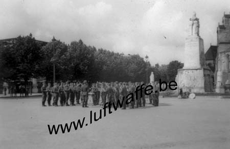 F-51100 Reims. 1942. Une clique (WL490)