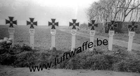 F-62100 Calais. Fin 40. Tombes allemandes (WL385)