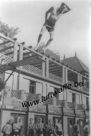 F-70300 Luxeuil. 1943. A la piscine (WL198)