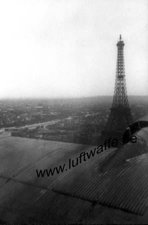 F-75000 Paris. 1940. Tour Eifel vue d'un Ju 52 (WL455).