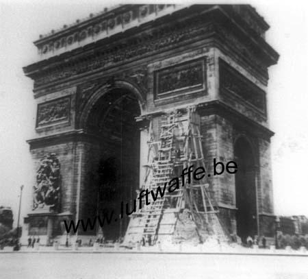 F-75000 Paris. L'arc de triomphe vers septembre 40 (WH92)