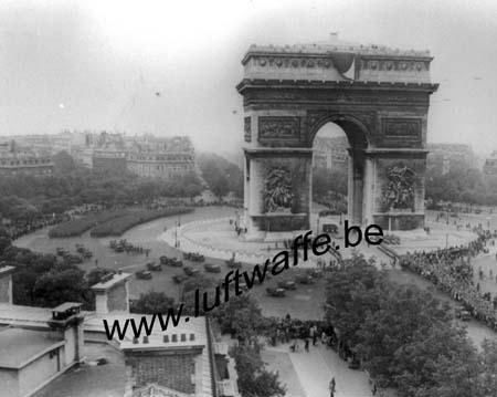 F-75000 Paris. Parade 29 août 44 (AR150)