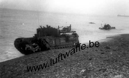 F-76200 Dieppe. Churchill détruits sur la plage (WH58)