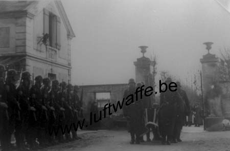 F-77100 Meaux. 1940. Inhumation