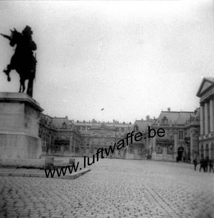 F-78000 Versailles. la cour du château vers septembre 40 (WH92)