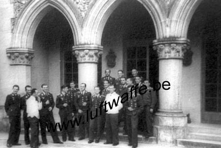 F-78117 Toussus-le-Noble. Cour du château (WL608)