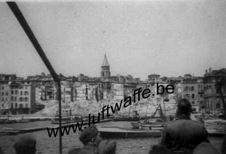 F-13000 Marseille. Le port fin 42 (WH34)