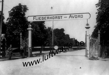 F-18520. Entrée de l'aérodrome 1940 (WL163)